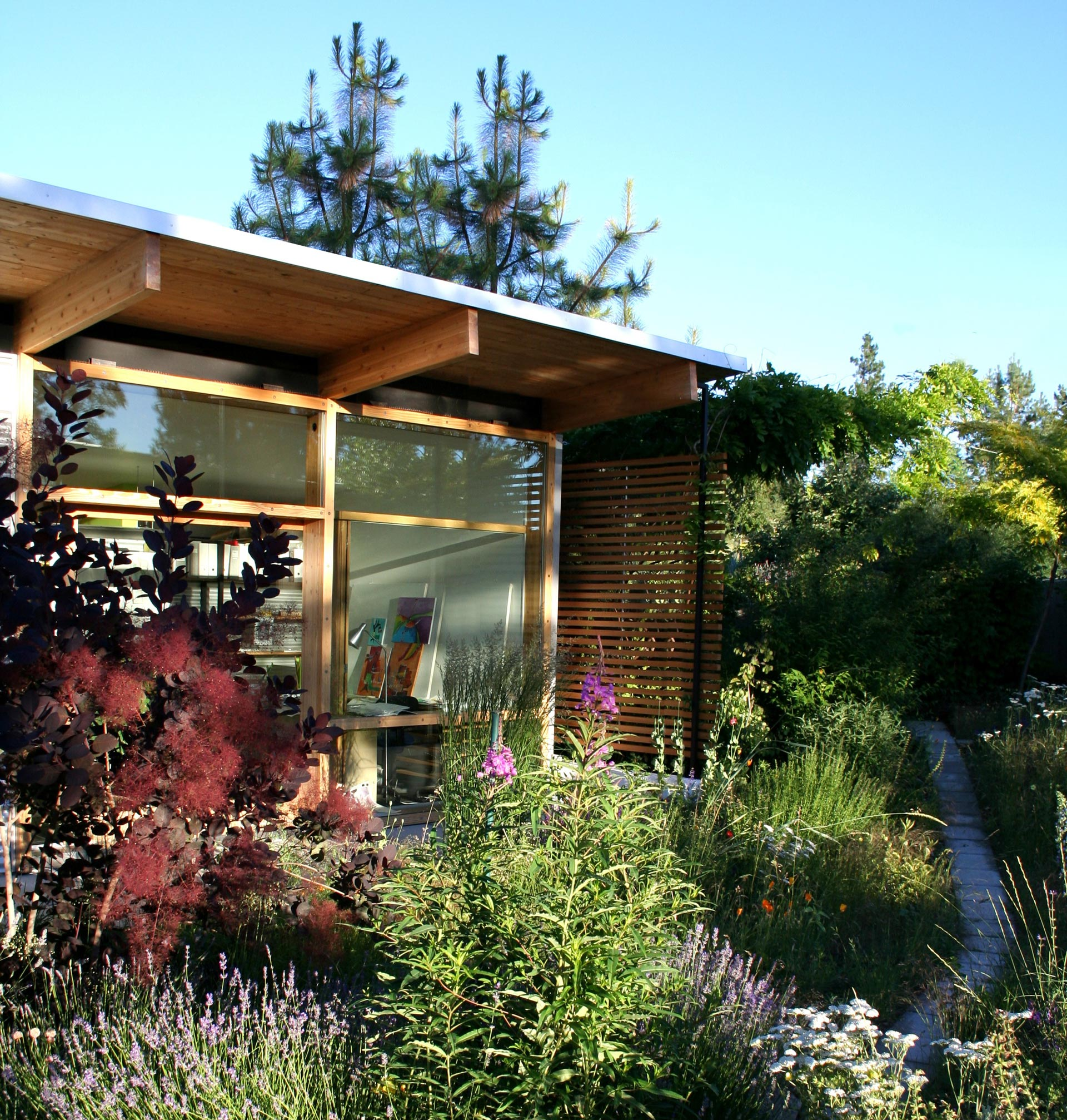 Shomera garden rooms studios extensions prices reviews for Pre built garden rooms